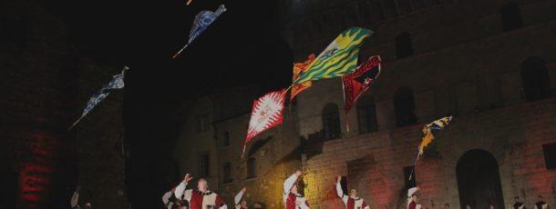 Le contrade di Montepulciano pronte a sfidarsi nel Bravìo delle Botti